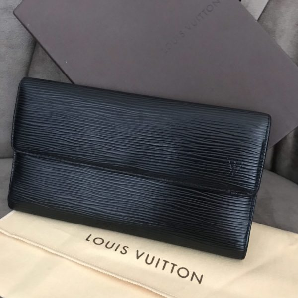Portefeuille louis vuitton en cuir epi modele porte tresor international